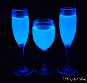 Black Light Lemonade on www.girllovesglam.com #recipe #drink #holiday