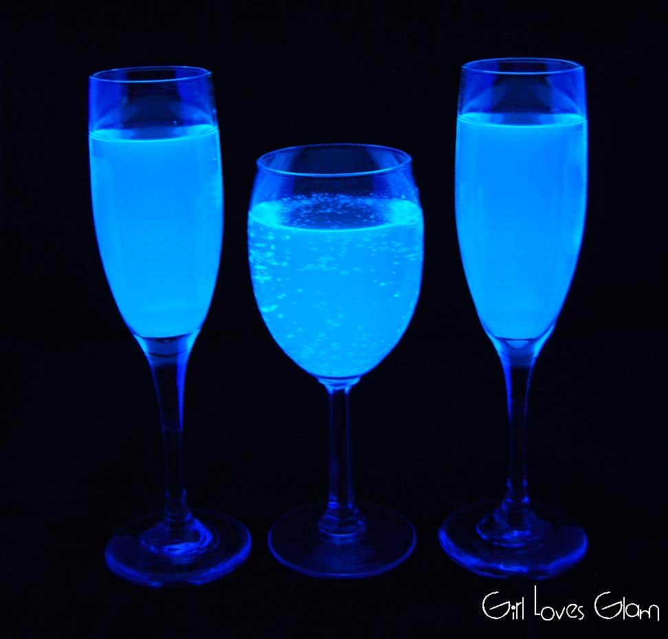 Black Light Lemonade on www.girllovesglam.com #recipe #drink #holiday