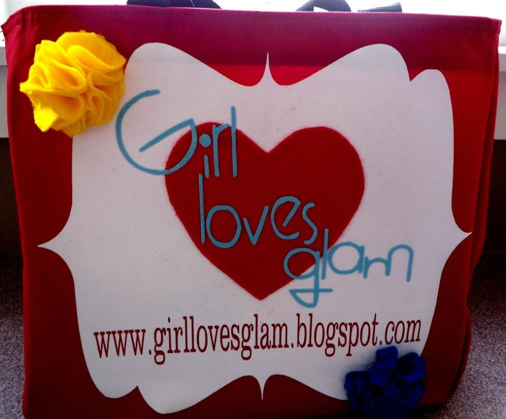 Easy tutorial to make a bag to promote your blog via www.girllovesglam.com #diy #tutorial #project