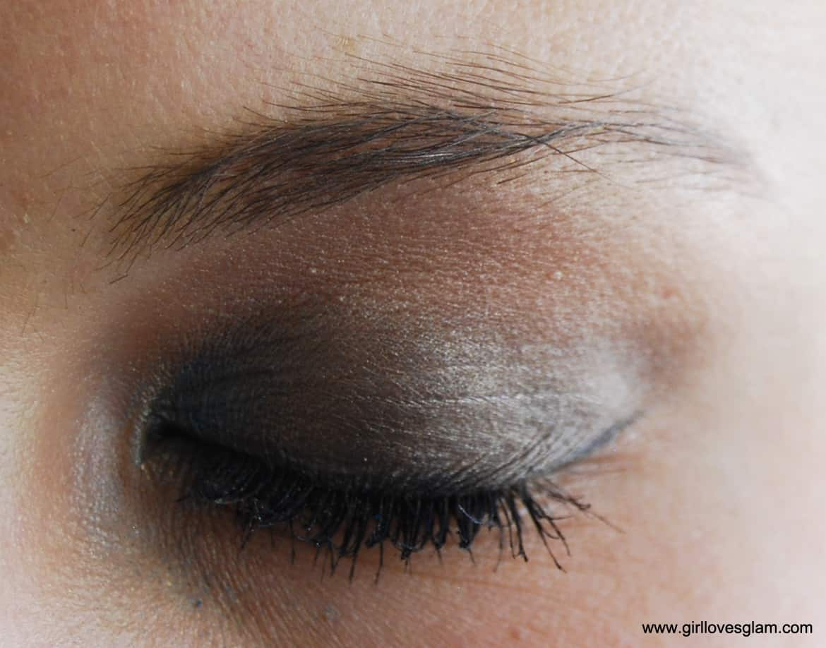 Neutral Eye Pop Of Color Corners A Month Of Makeup Girl Loves Glam