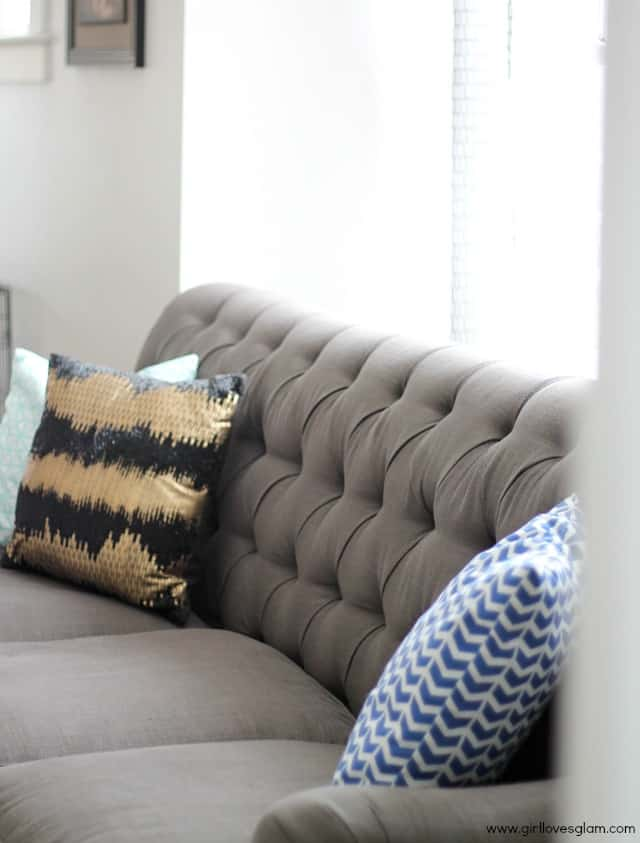 Bright living room decor and beautiful couch on www.girllovesglam.com #homedecor
