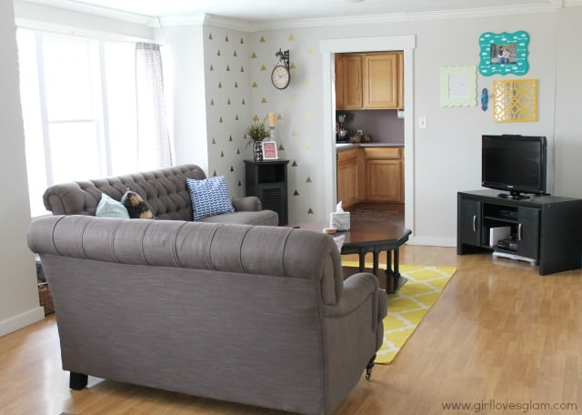 Bright Living Room Makeover on www.girllovesglam.com #homedecor