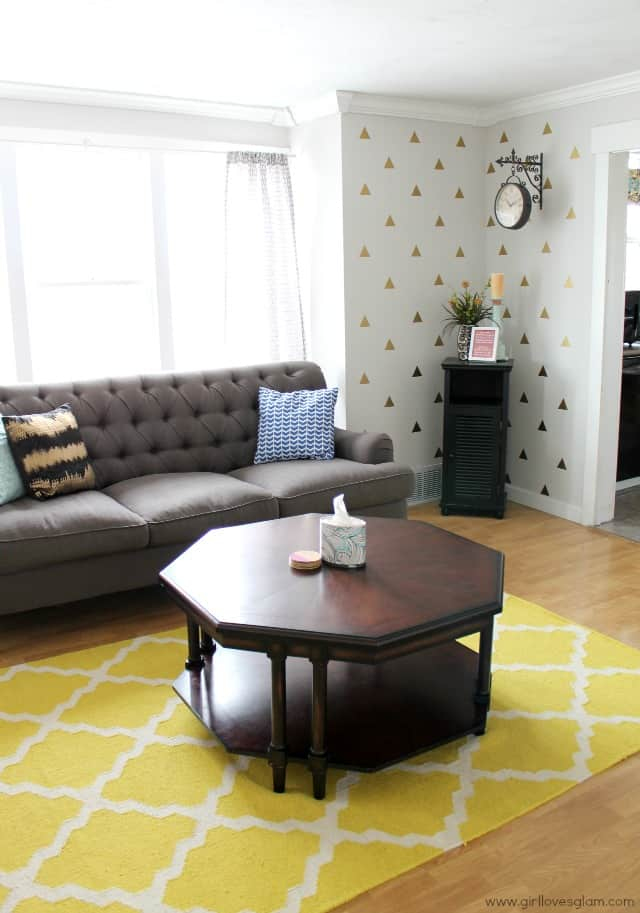 Mocern Living Room Makeover on www.girllovesglam.com #homedecor