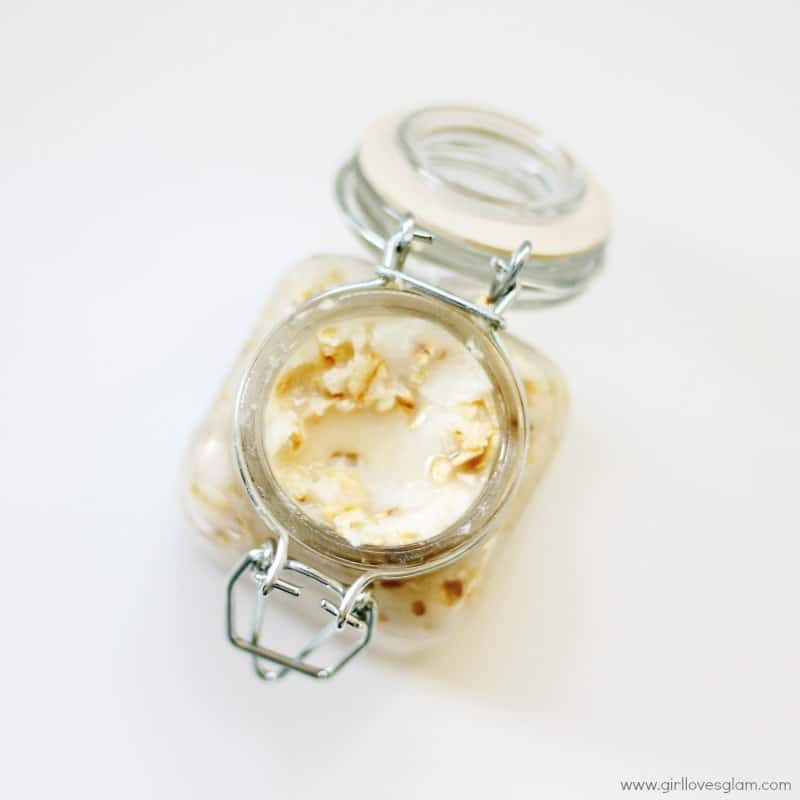 DIY Homemade Oatmeal Facial Mask Recipe on www.girllovesglam.com