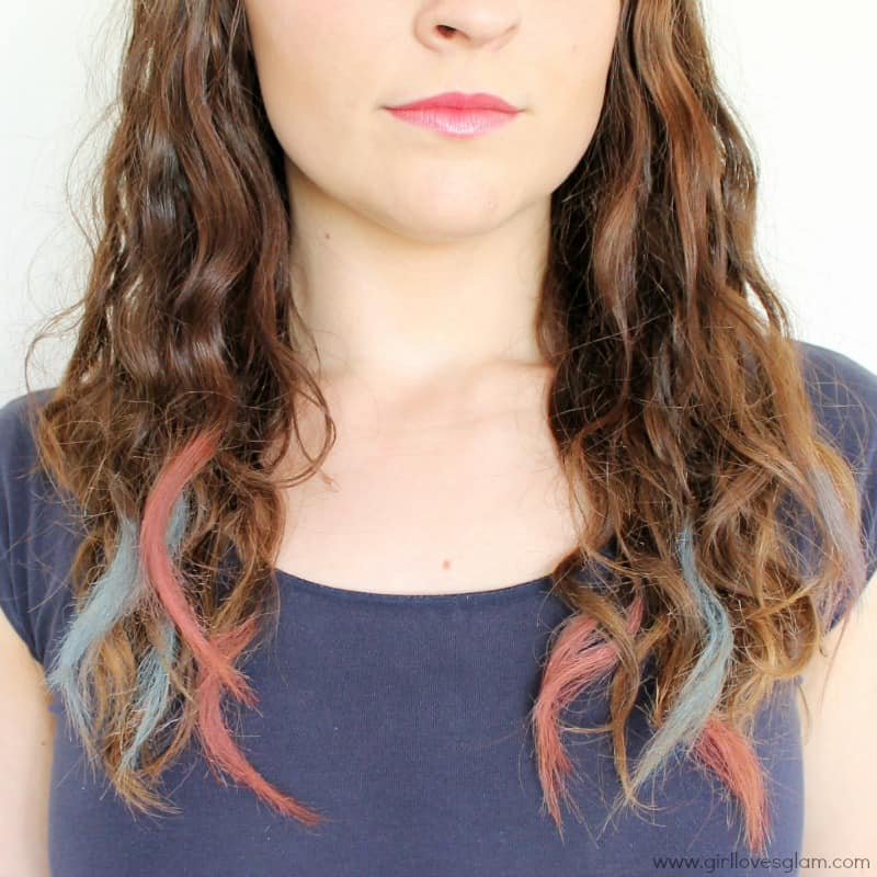 DIY hair chalking for 4th of July on www.girllovesglam.com
