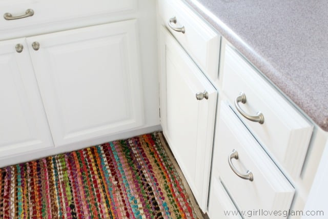 How to paint kitchen cabinets and add hardware on www.girllovesglam.com