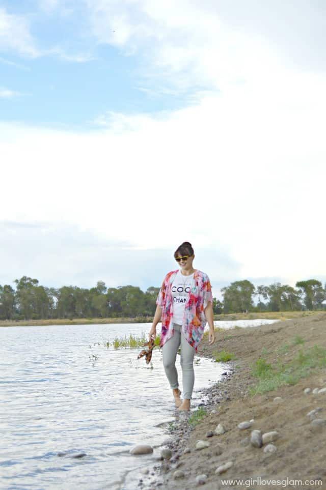 Casual outfit with kimono on www.girllovesglam.com