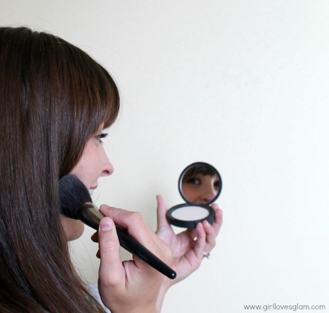 Easy Five Minute Makeup on www.girllovesglam.com