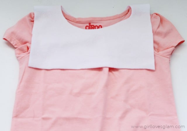 Adding a peter pan collar to a shirt on www.girllovesglam.com