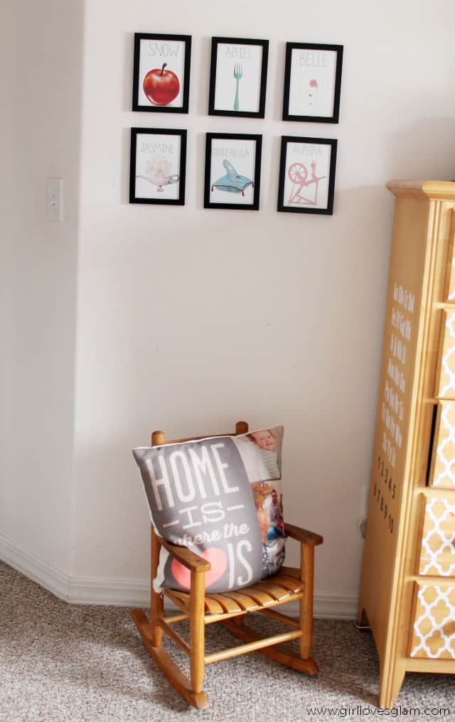 Reading Corner with Disney Princess Art on www.girllovesglam.com