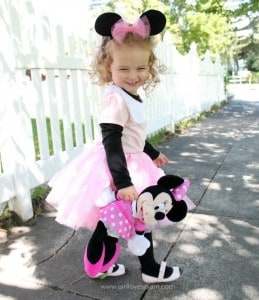 How to make a Minnie Mouse costume on www.girllovesglam.com