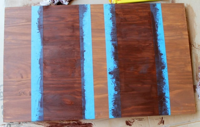 How to stain wood stripes on www.girllovesglam.com