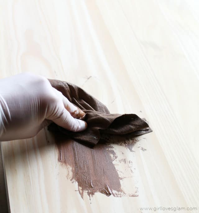 How to stain wood with Minwax stain wipes cloths on www.girllovesglam.com