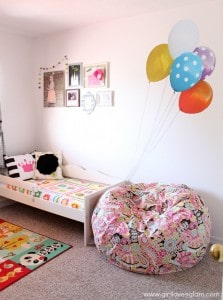 Toddler Bedroom with giant balloons on www.girllovesglam.com