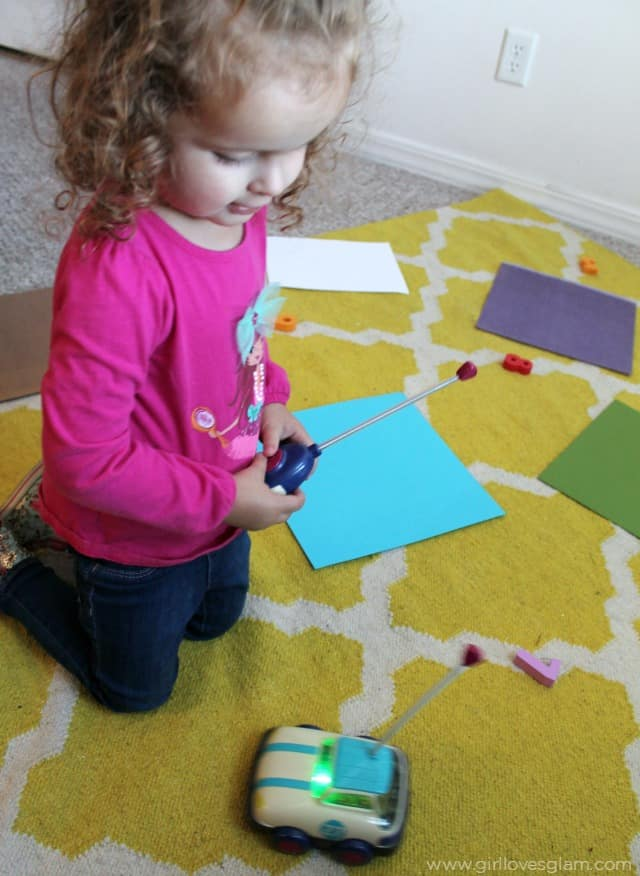 Easy Toddler Learning Game on www.girllovesglam.com
