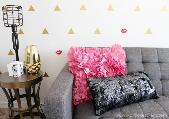 Girlie Modern Office Design on www.girllovesglam.com