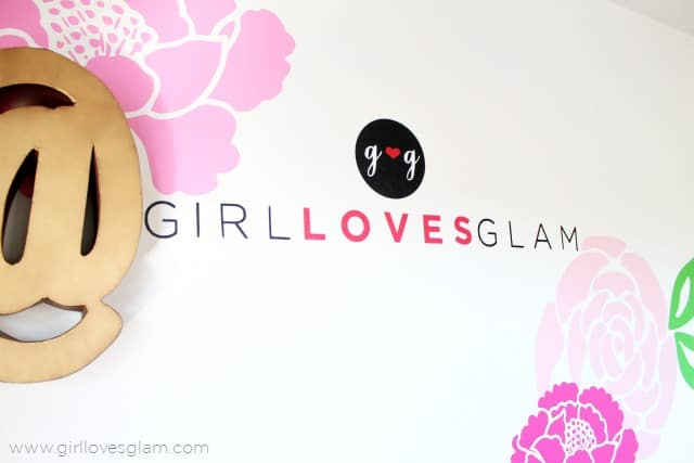 How to cut a logo out with a  Silhouette on www.girllovesglam.com