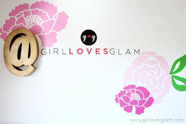 How to cut out extra large images on Silhouette on www.girllovesglam.com