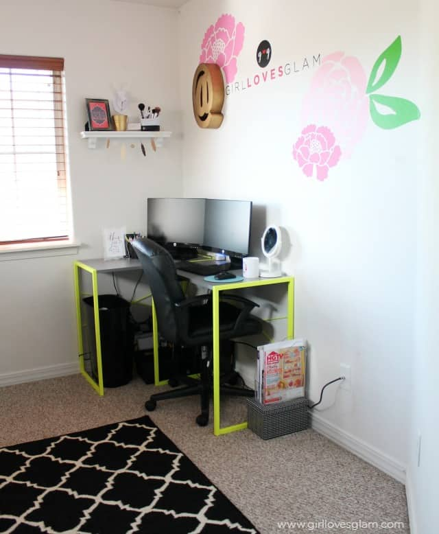 Modern Blogger Office with custom vinyl decals that are easy to make on www.girllovesglam.com