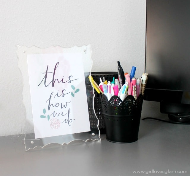 This is how we do desk decor on www.girllovesglam.com
