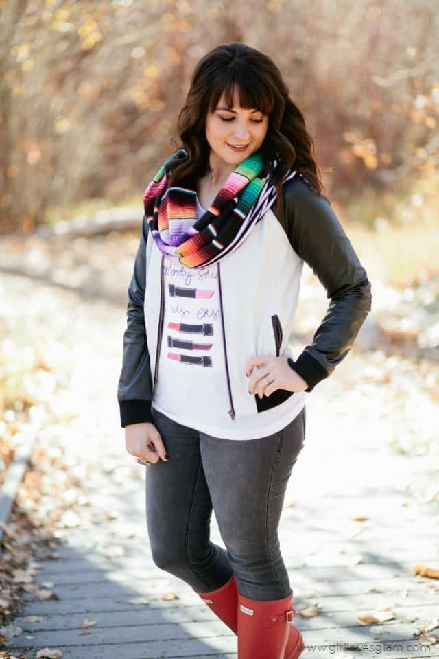 Perfect Fall Outfit with Colorful Details on www.girllovesglam.com