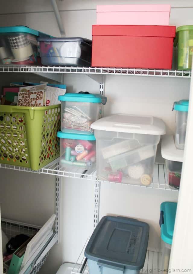Easy closet organizing on www.girllovesglam.com