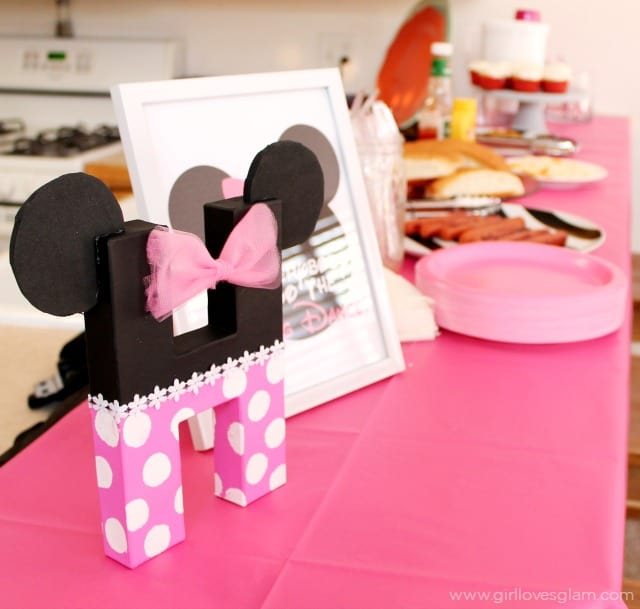 Minnie Mouse Birthday Party Details on www.girllovesglam.com