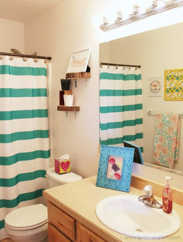 Colorful Rental Bathroom on www.girllovesglam.com