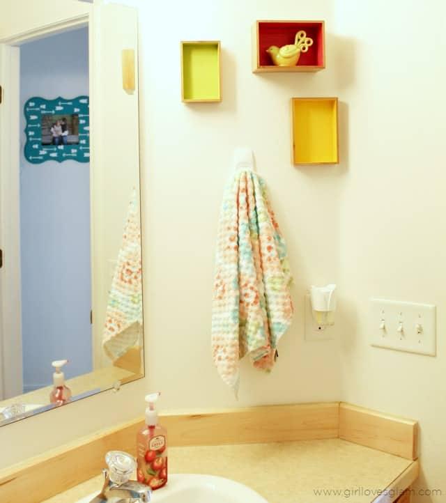 Easy Colorful Bathroom on www.girllovesglam.com