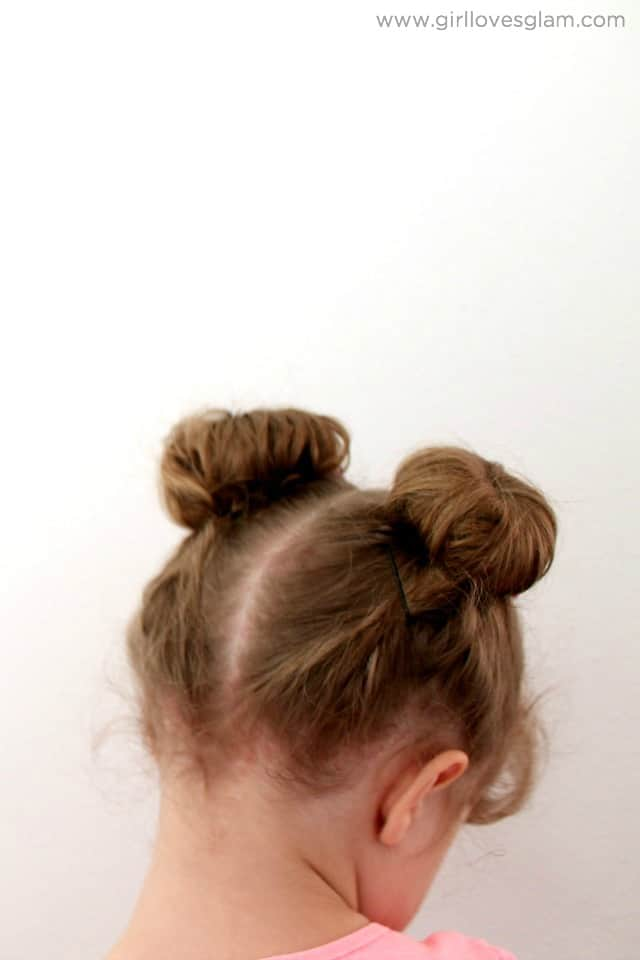 Minnie Mouse Hair Tutorial on www.girllovesglam.com