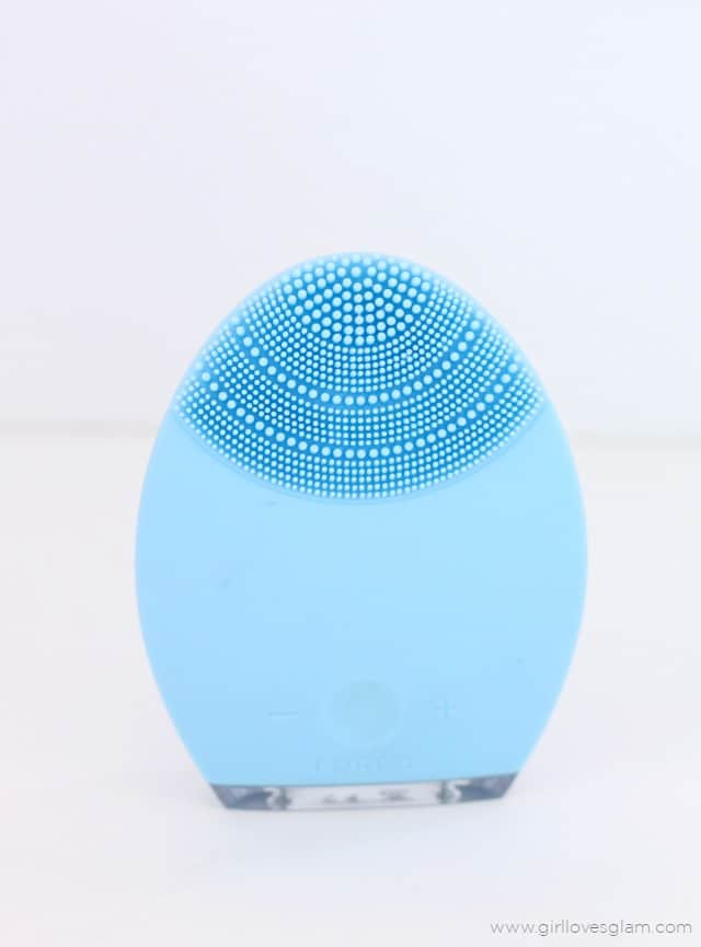 FOREO Luna Anti Aging Review on www.girllovesglam.com