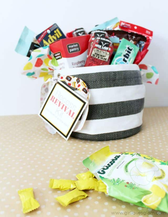 Teacher Gift Idea Beginning of School on www.girllovesglam.com #swissherbs
