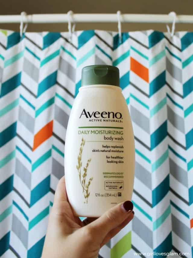 Aveeno Daily Moisturizing Body Wash on www.girllovesglam.com