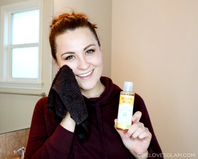 How to use Burt's Bees Acne Cleanser on www.girllovesglam.com