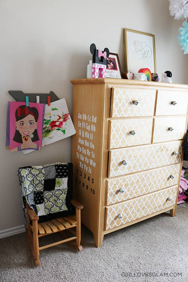 Reading Nook in Little Girl's Room on www.girllovesglam.com