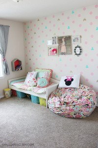 Organized Little Girl Bedroom on www.girllovesglam.com
