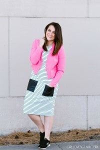 How to wear a dress with sneakers on www.girllovesglam.com