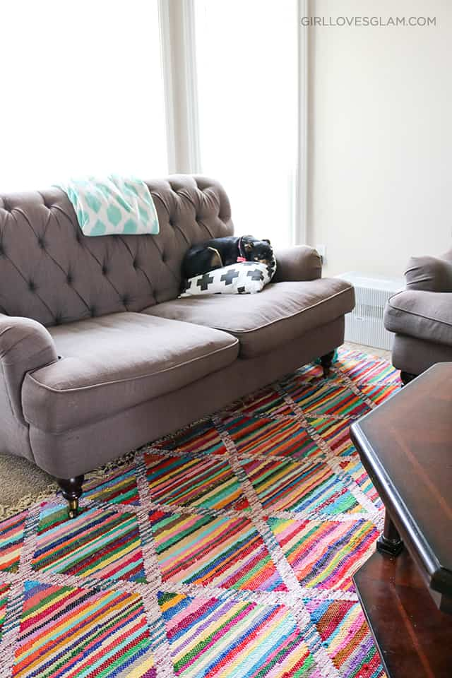 Living Room Decor on www.girllovesglam.com