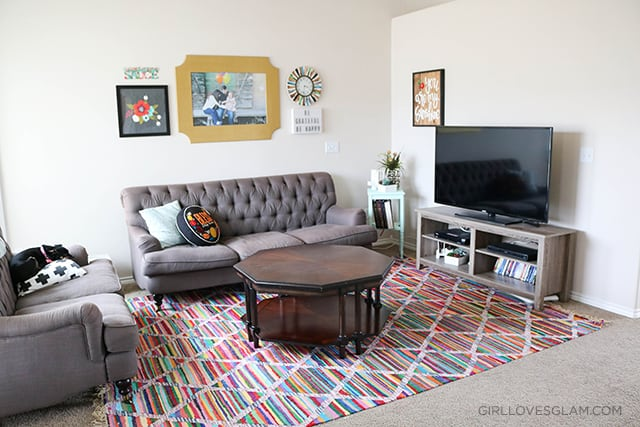 Living Room Decor with Splashes of Color on www.girllovesglam.com