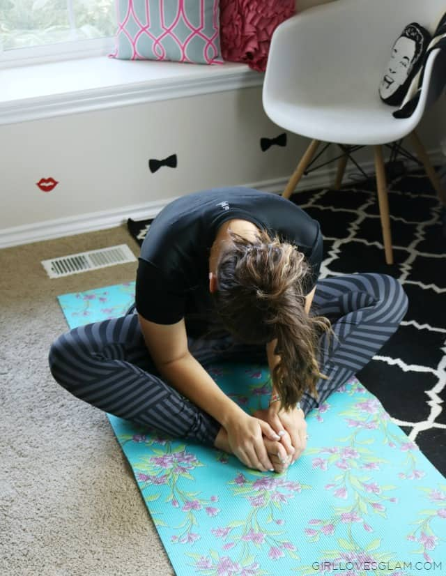 Finding Time to Stretch on www.girllovesglam.com #swissherbs