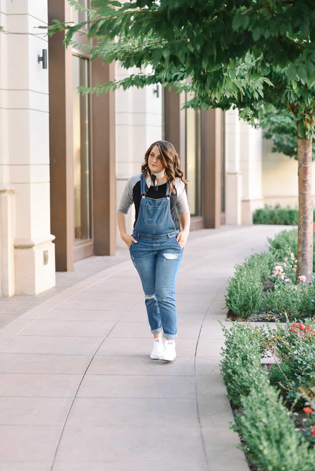 Fall Overalls Look on www.girllovesglam.com