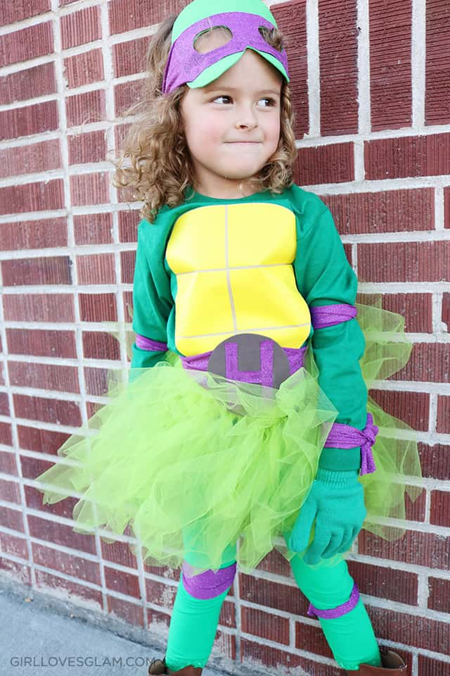 DIY No Sew Ninja Turtle costume on www.girllovesglam.com