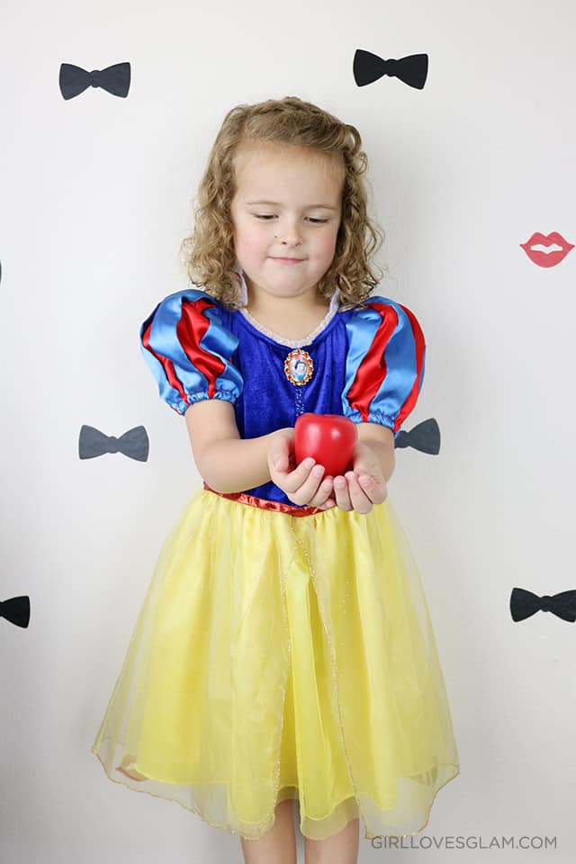 snow-white-apple-di-inexpensive-halloween-costumes