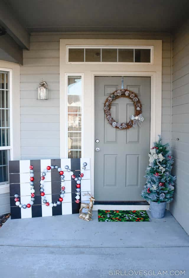 Holiday Porch Display and DIY Sign on www.girllovesglam.com