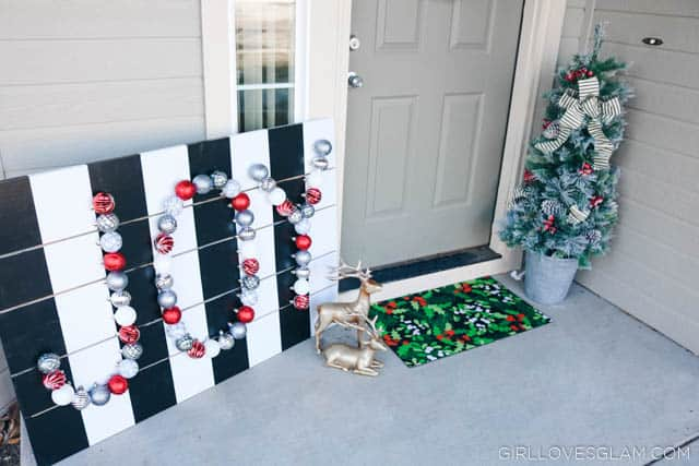 Holiday Porch Display on www.girllovesglam.com