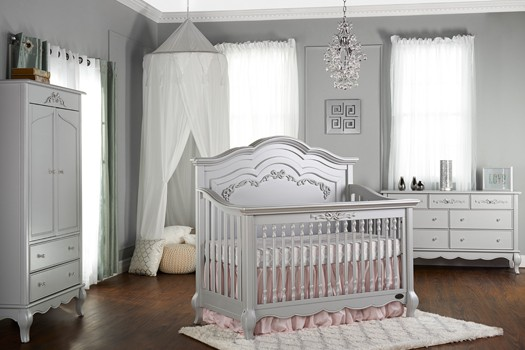 Aurora Princess Crib on www.girllovesglam.com