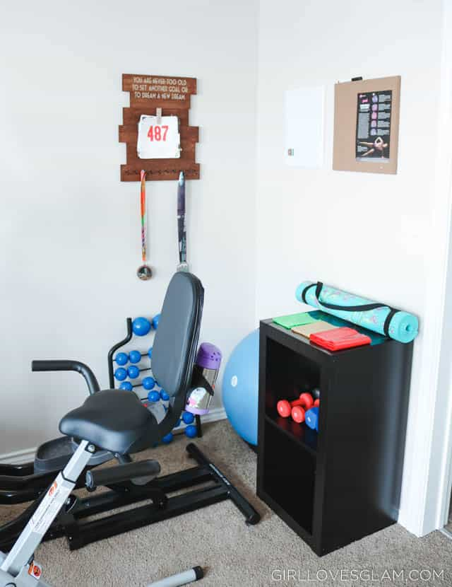 Home gym with little space and money girl loves glam