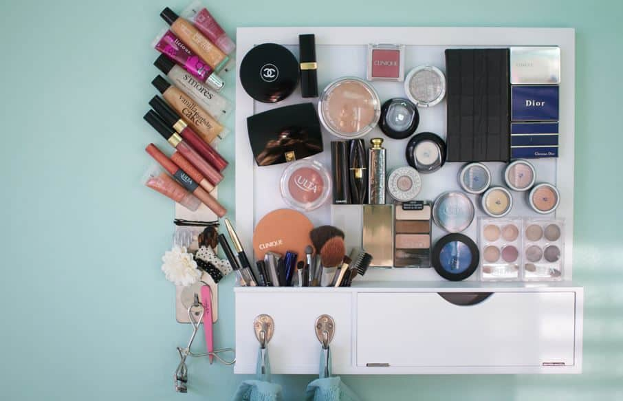 Magnetic Makeup Organization Display on www.girllovesglam.com