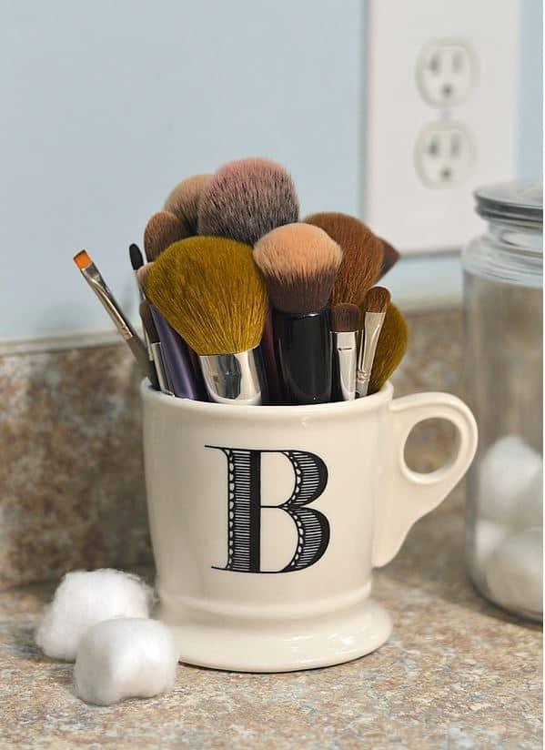 Makeup Brush Organization Mug on www.girllovesglam.com