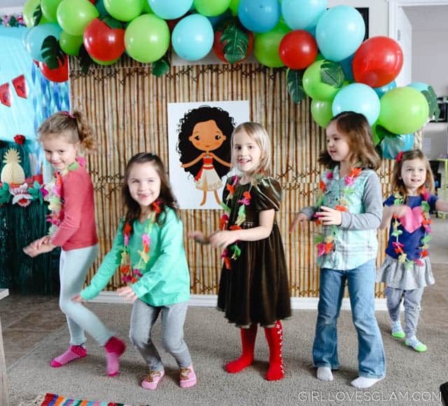 Moana Party Hula Dance Game on www.girllovesglam.com